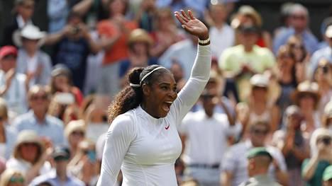 Serena Williams eteni Wimbledonin finaaliin – jo kymmenes kerta!