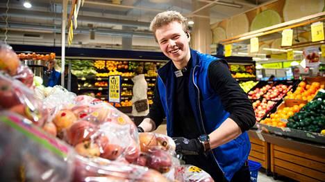 Nylundin mukaan joskus käy niin, että asiakas pelästyy, kun häntä tervehditään keskellä kauppaa.