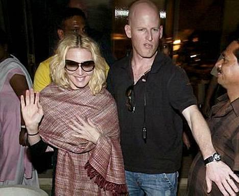 Madonnalle maistuu nykyään vain siunattu kabbalah-vesi.