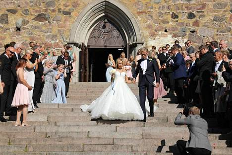 Toivo ja Nadja Sukari vihittiin lauantaina Turun tuomiokirkossa.