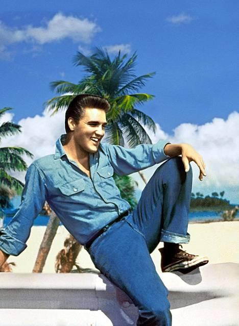 Tällaisena monet haluavat hänet muistaa. Elvis elokuvassa Elä elämäsi laulaen (1962).