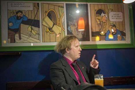 Jussi Marttilan kirjassa käydään tutuissa turkulaisissa paikoissa, kuten Cosmic Comic Caféssa.