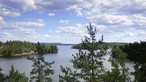 Suomalaiset arvostavat puhdasta luontoa, mutta pitävät kotimaanmatkailua kalliina.