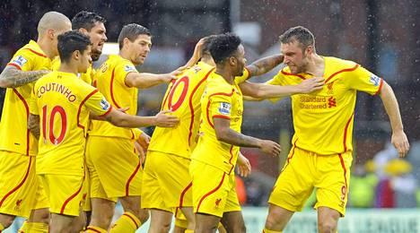 Rickie Lambert antoi Liverpoolille lentävän lähdön viemällä joukkueen johtoon jo toisella peliminuutilla.