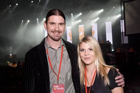 Niin ikään Idolsissa kisannut laulaja Kristian Meurman ja Katri Ylander Lastenklinikan kummien joulukonsertissa 2007.