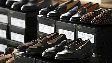 Osa kengistä on käyttämättömiä.