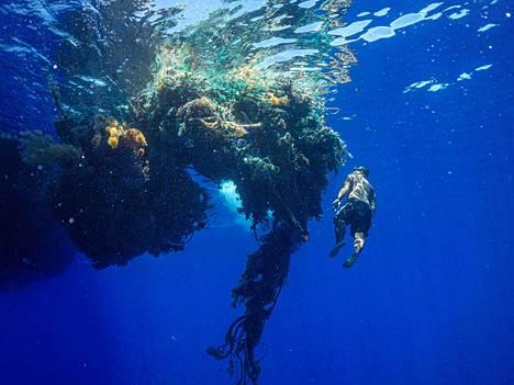 Jätettä kerättiin valtamerestä tonneittain.
