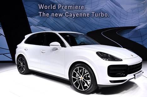 Porsche Cayenne hioutuu vähitellen yhtiön henkeen sopivan näköiseksi eli urheiluautomaisen tyylikkääksi väkeväksi katumaasturiksi.