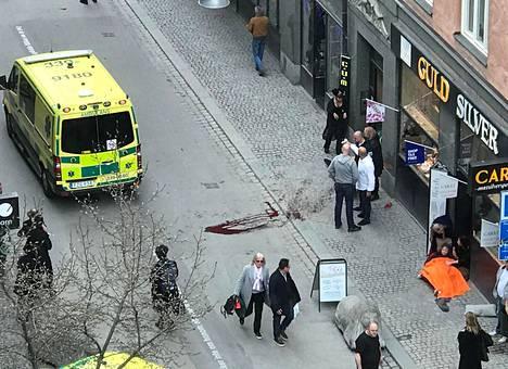 Ainakin neljä ihmistä kuoli iskussa.