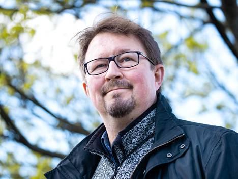 –  Ajatus on koko ajan ollut se, että rokotteiden avulla saadaan tauti vaikutuksiltaan sellaiseksi, ettei Suomea tarvitse sulkea, Mika Salminen sanoo.