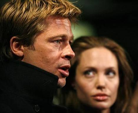 Brad Pitt on huolissaan kumppaninsa Angelina Jolien (oik.) mielenterveydestä, kun exä Jennifer Aniston ahdistelee.