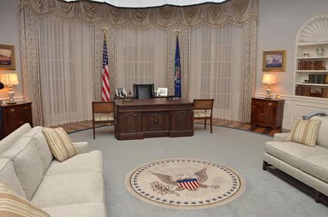 Presidentin työhuoneen kirjoituspöytä on tarkka kopio alkuperäisestä.
