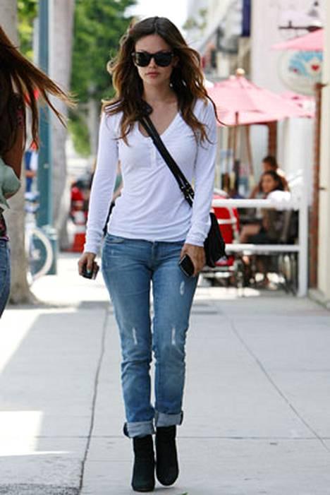 8. Näyttelijä Rachel Bilson on tyylikäs.
