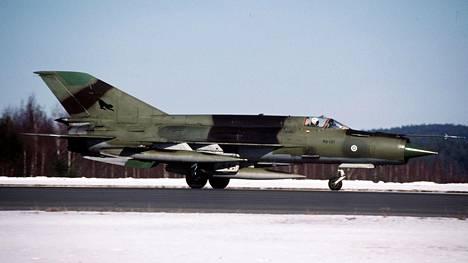 MiG-21bis oli neuvostoliittolainen hävittäjä, joka oli pitkään Ilmavoimien käytössä. Kuvan kone ei liity tähän tapaukseen.