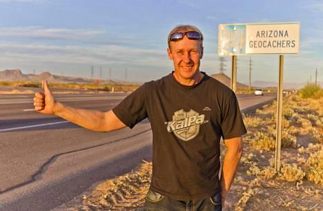 T-paita paljastaa juuret. Scottsdaleen juurtunut leppävirtalainen Pasi Andersin viihtyy Arizonassa – kesän kuumuudesta huolimatta.