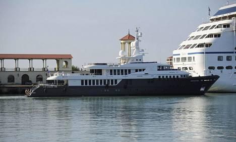 Tshaika-huvijahti on 53-metrinen vene.