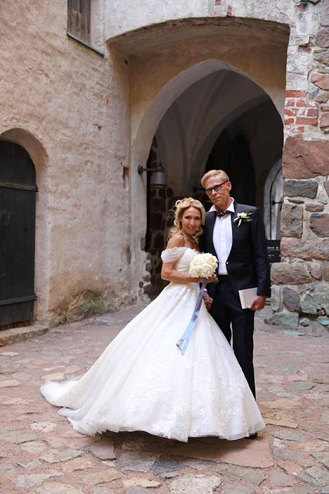 Tuoreen avioparin hääjuhla on parhaillaan käynnissä Turun Linnassa.
