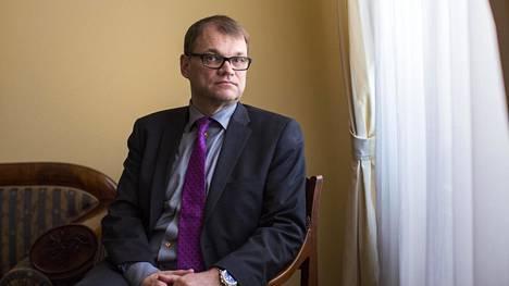 Kuvassa pääministeri Juha Sipilä valtioneuvoston linnassa.