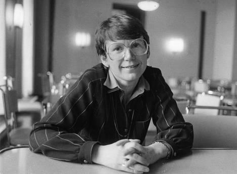 Eeva Kuuskoski nimitettiin 1983 Kalevi Sorsan punamultahallituksen sosiaali- ja terveysministeriksi.