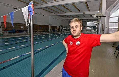 Jere Jännes valmentamassa Vuokatin urheiluopistossa huhtikuussa.
