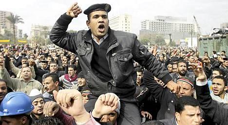 Tämä egyptiläinen poliisi otti helmikuun 13. päivä osaa mielenosoitukseen, jossa vaadittiin poliiseille parempaa palkkaa.