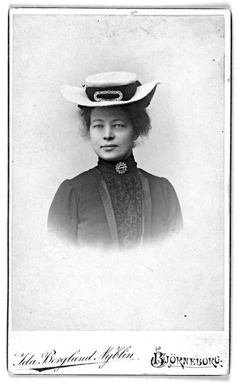 Mary Gallén muotokuvassa vuonna 1903.