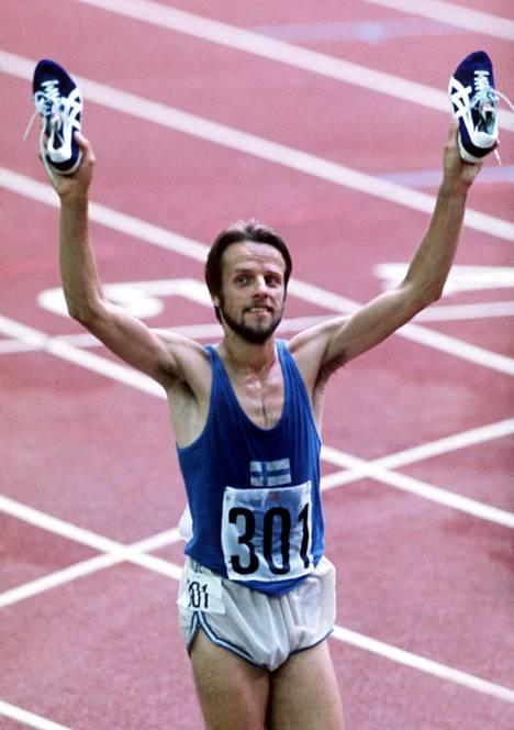 """Lasse Viren juoksi 5000 metrin juoksun """"sivutuotteena"""" useita 4500 metrin coopereita."""