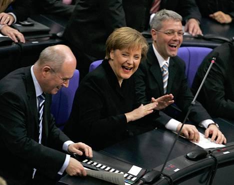 Merkel valittiin Saksan liittokansleriksi ensimmäistä kertaa marraskuussa 2005. Hän on ensimmäinen virkaan valittu nainen.
