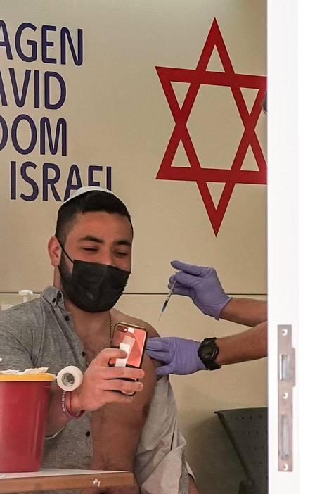 Israel on koronarokotusten mallimaa. Lähes 95 prosenttia aikuisväestöstä on jo rokotettu ainakin kertaalleen.