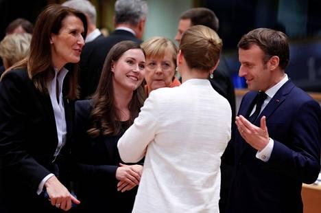 Sanna Marin näytti viihtyvän Belgian pääministerin Sophie Wilmesin, Tanskan Mette Frederiksenin, Saksan liittokansleri Angela Merkelin ja Ranskan presidentin Emmanuel Macronin seurassa.