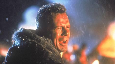 OMG, 271 ihmistä kuoli! Bruce Willis tähdittää kaikkia viittä Die Hard -elokuvaa. Niistä toinen nähdään Subilla lauantaina 9. toukokuuta.