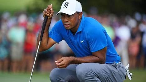 Tiger Woods loistoiskussa PGA-kiertueen päätöskisassa – johtaa ennen viimeistä kierrosta