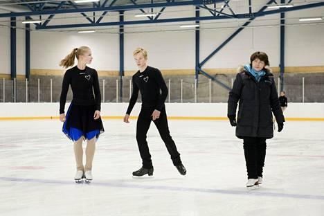 Saarastiina ja Simoeemil Nurmela siirtyivät kesällä Kaarinasta Marigold IceUnityn riveihin ja Anu Oksasen valmennukseen.