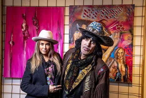 Muusikot Sofia Zida ja Andy McCoy maalaavat paljon yhdessä. Kauniaisissa avataan heidän yhteisnäyttelynsä.