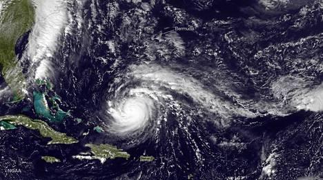 Satelliittikuva näyttää hurrikaanin liikkeet.