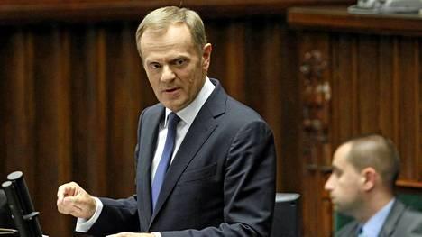 Puolan pääministeri Donald Tusk syyttää salakuuntelusta rikollisjoukkoa.