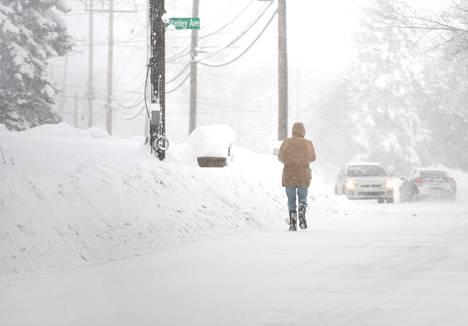 Eriessä on tullut jopa metri lunta.
