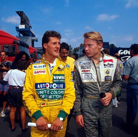 Viattomampi aika: nuori Benetton-kuski Michael Schumacher ja Lotuksen Mika Häkkinen. Macaon F3-taistelut olivat takana, mestaruustaistot vielä kaukana edessä.