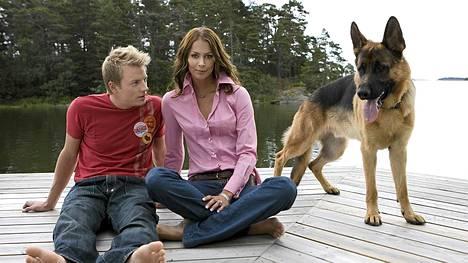 Jennin ja Kimin koira Ajax on kuollut. Kuva otettu 2005 Kirkkonummella heidän entisessä yhteisessä talossaan.