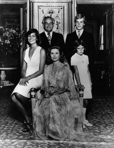 Ruhtinas Rainier, ruhtinatar Grace, prinsessa Caroline (vas.), prinssi Albert ja prinsessa Stephanie.