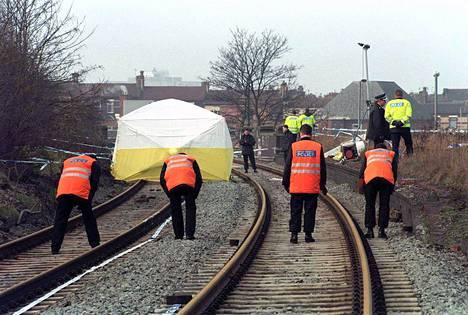 Surmatun James-pojan ruumis löydettiin junaradalta kaksi päivää teon jälkeen.