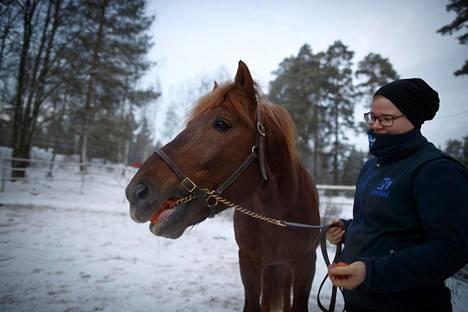 Hoitaja Katri Mäki sanoo, että Hullumiehen lähtö Teivosta on haikea hetki.