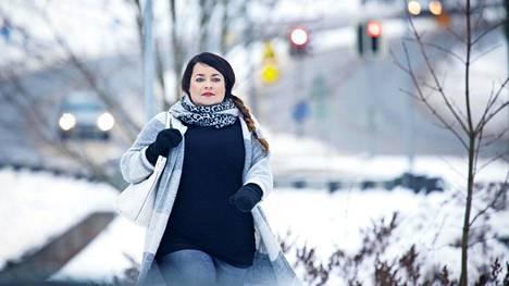 Riina luuli ettei voisi ikinä kävellä töihin, mutta leikkauksen jälkeen kolmen kilometrin matka sujuu.