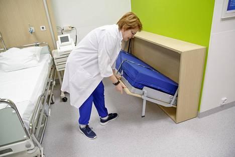 Laivasänky tekee potilashuoneesta perhehuoneen.