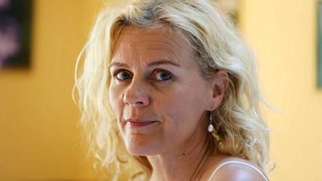 Bettina Sågbom jäi toukokuussa leskeksi, kun hänen puolisonsa Tomas Ek menehtyi syöpään.