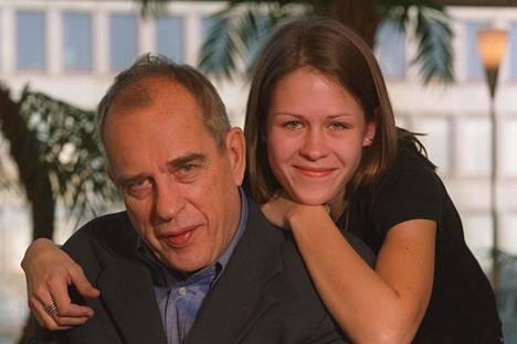 Jörn Donner tyttärensä Susannan kanssa 2003.