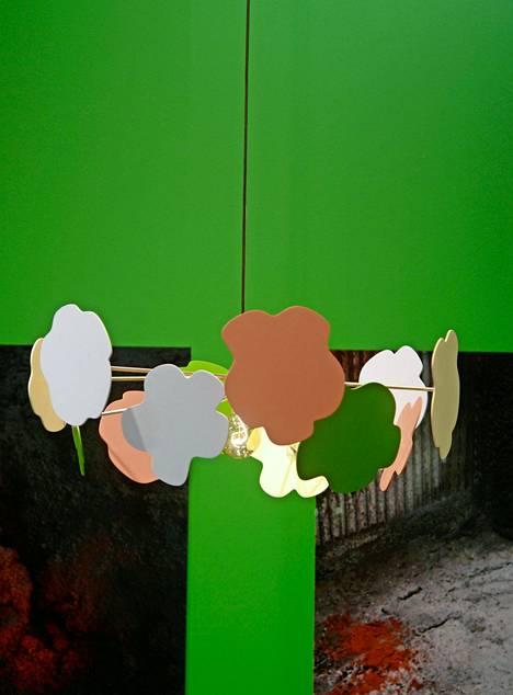 Hanna Anosen suunnittelemassa valaisimessa muotokieli on leikkisä ja värikäs, Made By Choice.