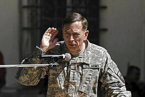 Kenraali David Petraeusin komennossa on kaikkiaan 140 000 kansainvälistä sotilasta Afganistanissa.