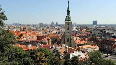 Bratislavan linnan pihalle kannattaa kivuta ainakin maisemien vuoksi.