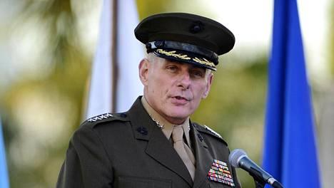 John Kelly kuvattiin Floridassa marraskuussa 2012, jolloin hän puhui yleisölle ollessaan vielä merijalkaväen kenraalina.